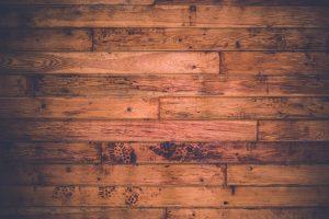 איך מנקים רצפת עץ